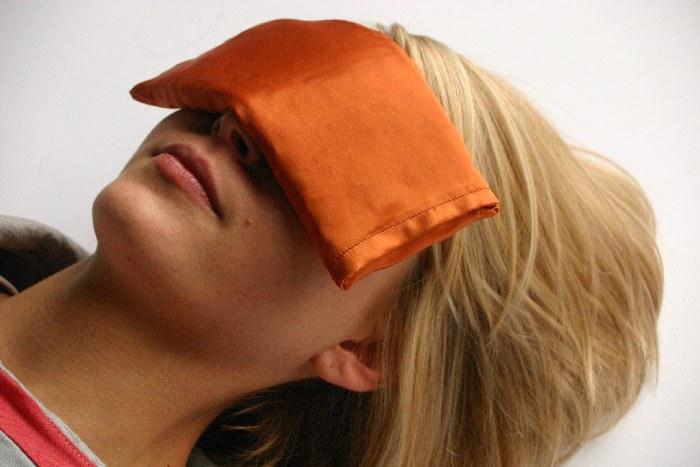 Blazinice za pokrivanje oči pri jogijski sprostitvi