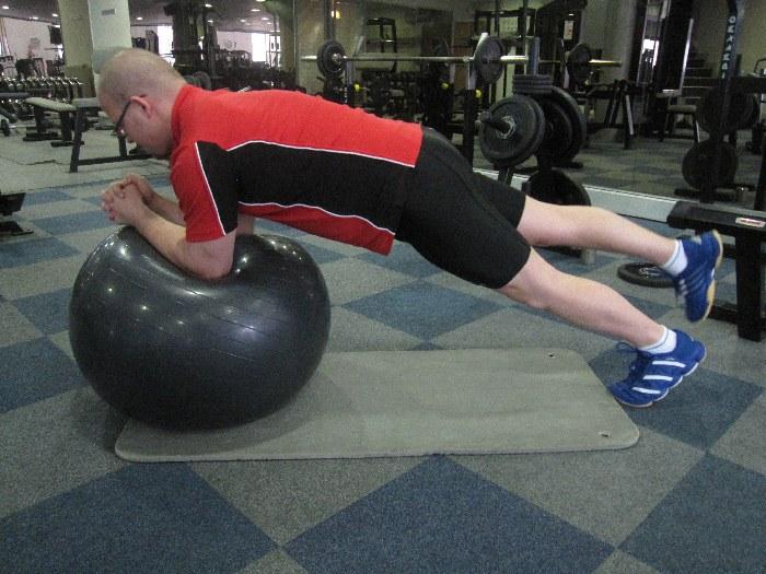 7: opora na veliki žogi (variacija na veliki žogi na eni nogi)